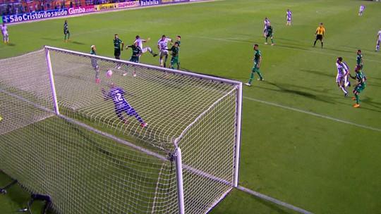 Jailson faz milagre em dois lances seguidos e salva o Palmeiras