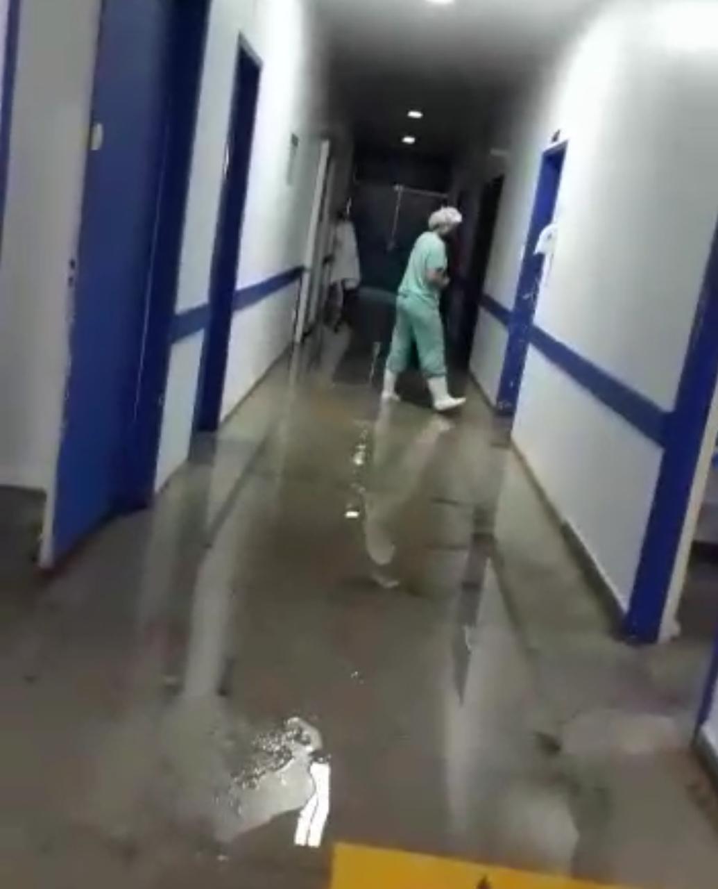 Hospital fica alagado após chuva forte no norte de MT