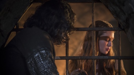 Amália se desespera ao saber que Afonso será enforcado