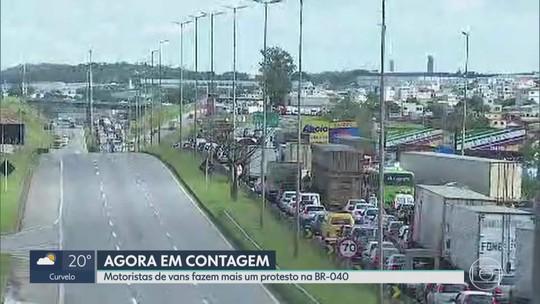 Perueiros fecham BR-040 no segundo dia de protesto na Grande BH