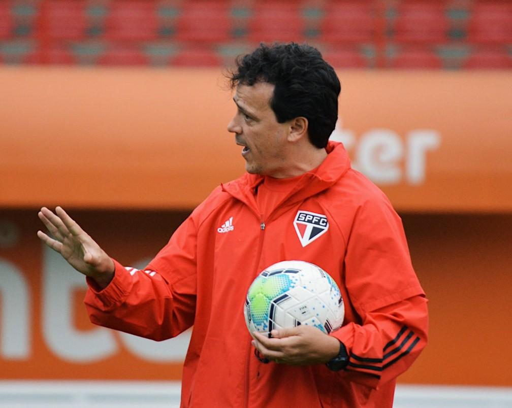 Fernando Diniz em treinamento do São Paulo — Foto: Erico Leonan / saopaulofc.net