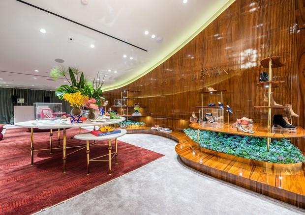O mobiliário e o design brasileiro são inspiração para o décor das lojas (Foto: Divulgação)