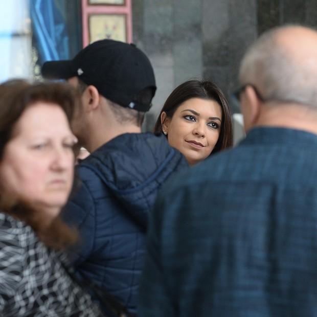 Amanda Françoso, ex de Kiko, vai dar um beijo nos familiares  (Foto: Francisco Cepeda/AgNews)