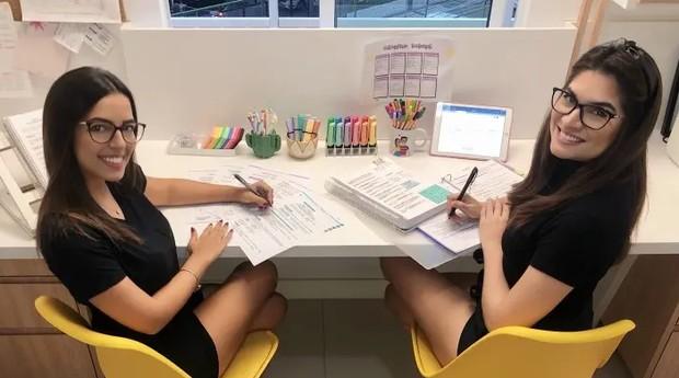 As amigas Letícia Lima e Taís Militão, que estudam juntas (Foto: Divulgação)