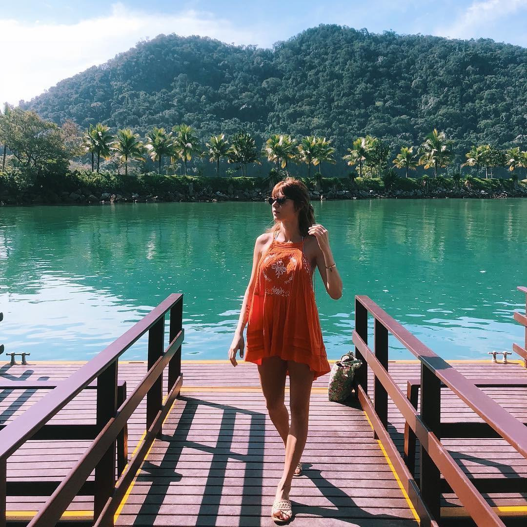 Thaila Ayala posa de vestido em bela paisagem (Foto: Reprodução/ Instagram)