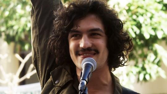 Gabriel Leone comenta cena emocionante de Gustavo cantando 'Como Nossos Pais'