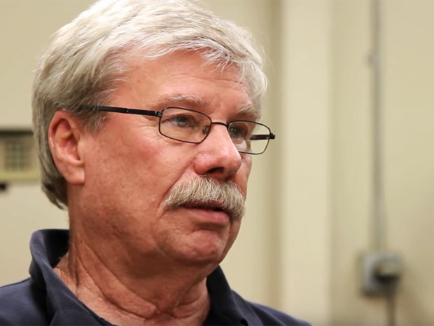 Sam Wheeler, de 72 anos, morreu após acidente de moto (Foto: Reprodução / Youtube / Ignition3)