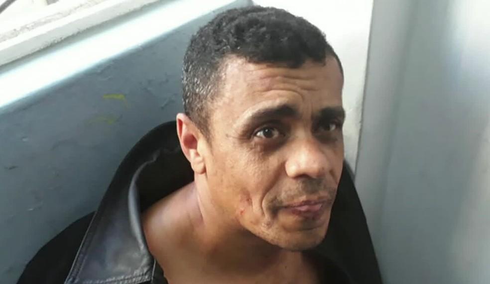 Adelio Bispo de Oliveira no dia em que foi preso; ele é suspeito de ter dado facada em Bolsonaro — Foto: Reprodução/GloboNews