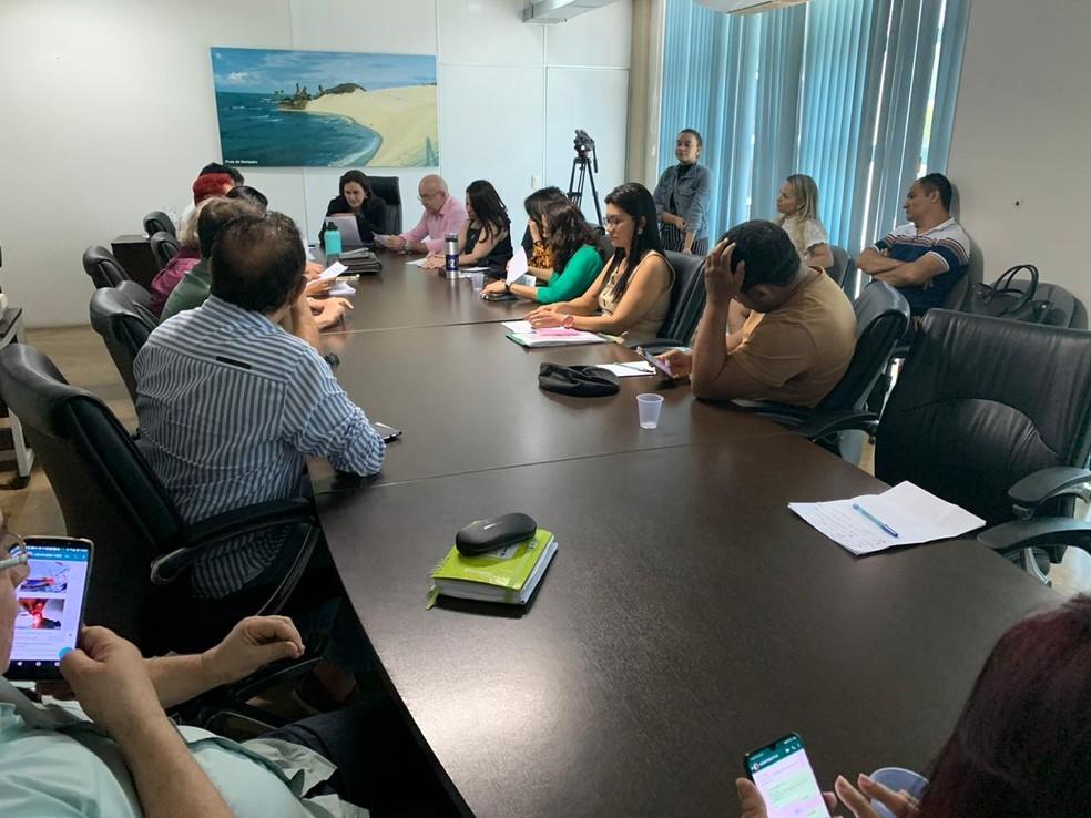 Fórum de servidores cobra pagamentos de salários em reunião com o governo do RN — Foto: Mariana Rocha/Inter TV Cabugi