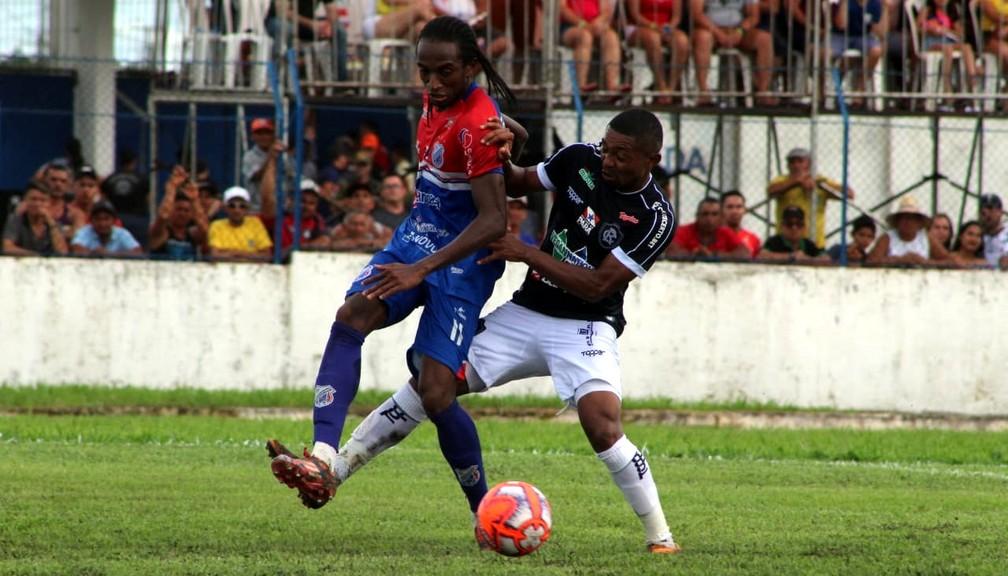Fidélis (à esquerda) é um dos destaques do Bragantino-PA na temporada — Foto: Samara Miranda/Remo