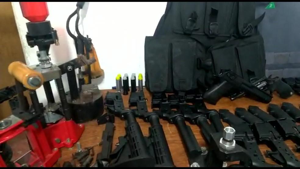 Polícia encontrou arsenal em casa próxima ao Engenhão, no Rio â?? Foto: Reprodução/ TV Globo
