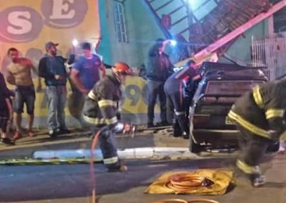 Carro bateu em muro de casa em Tatuí — Foto: Arquivo Pessoal