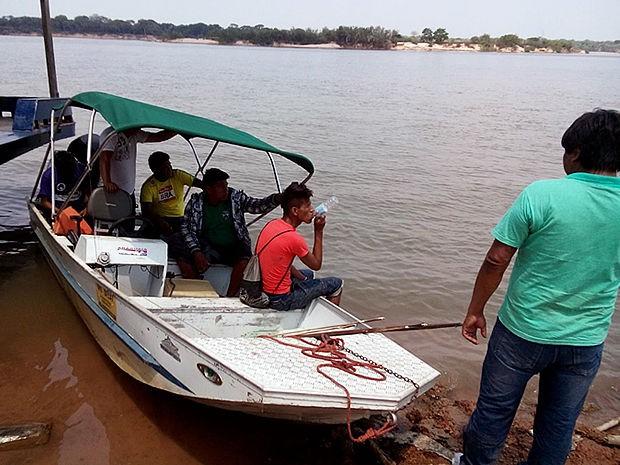 Índios levaram barcos e veículos de Dsei em protesto por reunião (Foto: Néia Rondon/ O Repórter do Araguaia)