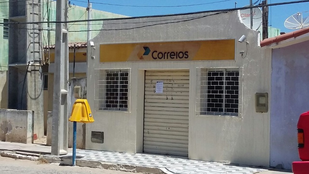 Agência dos Correios de Tenente Laurentino Cruz foi alvo de criminosos na manhã desta quinta (28) (Foto: Erivanaldo Soares)