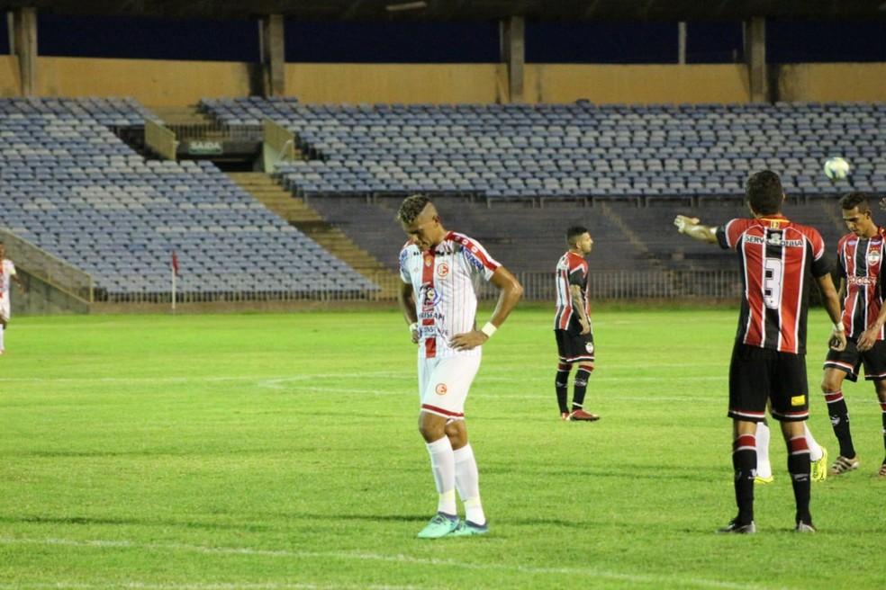 4 de Julho perde  — Foto: Josiel Martins/GloboEsporte.com