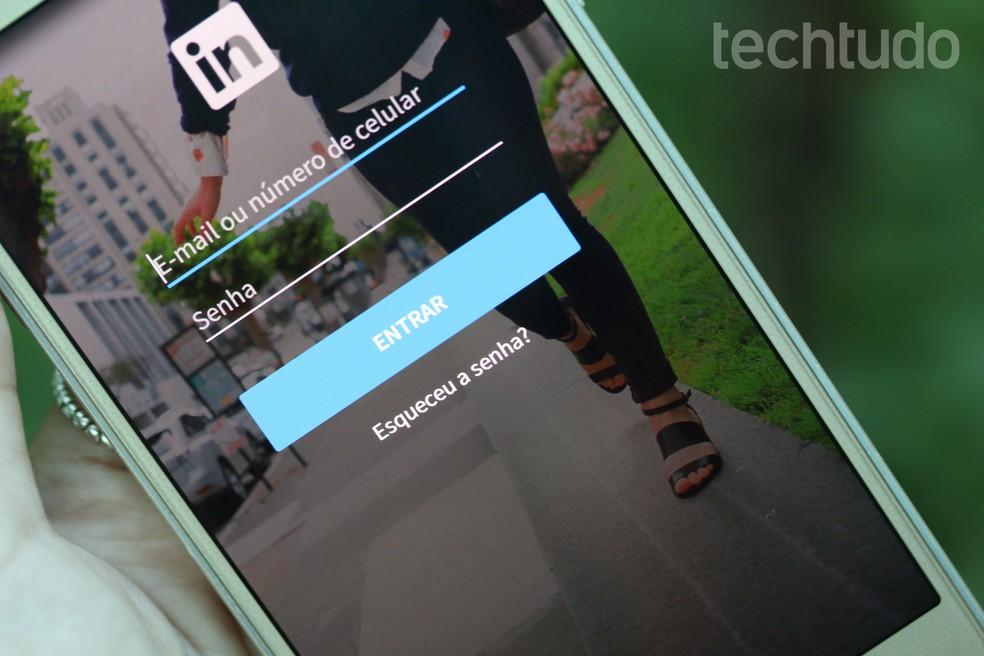 Linkedin tem função ligada ao Bluetooth — Foto: TechTudo/Aline Batista