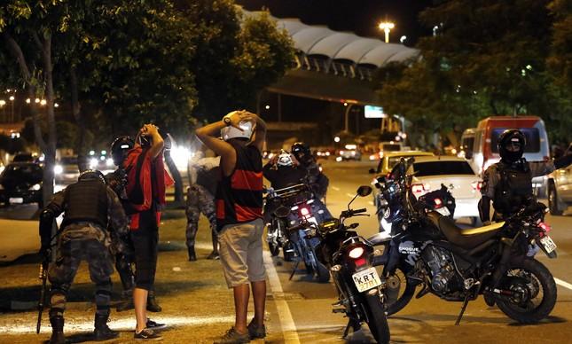 Clubes e autoridades ainda buscam solução para a violência no Rio