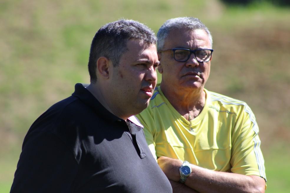 Alarcon Pacheco, gerente de futebol, e Paulo Carneiro, presidente do Vitória — Foto: EC Vitória / Divulgação