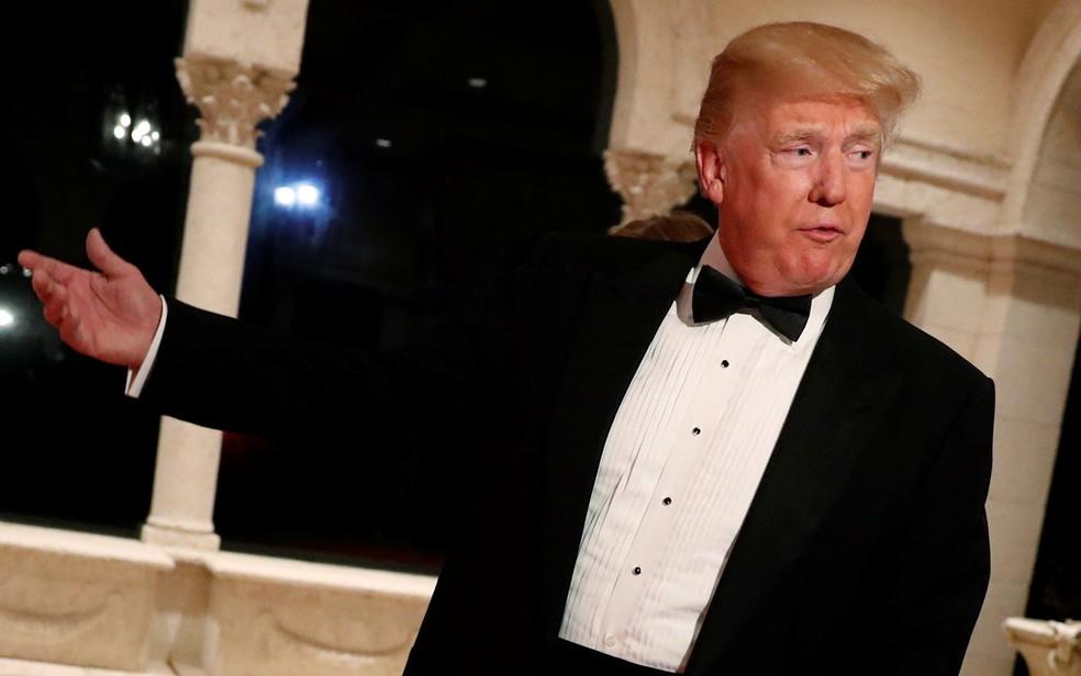 O presidente dos EUA, Donald Trump, ao chegar para a festa de Ano Novo em seu clube Mar-a-Lago, em Palm Beach, na Flórida, em 31 de dezembro (Foto: Reuters/Jonathan Ernst)