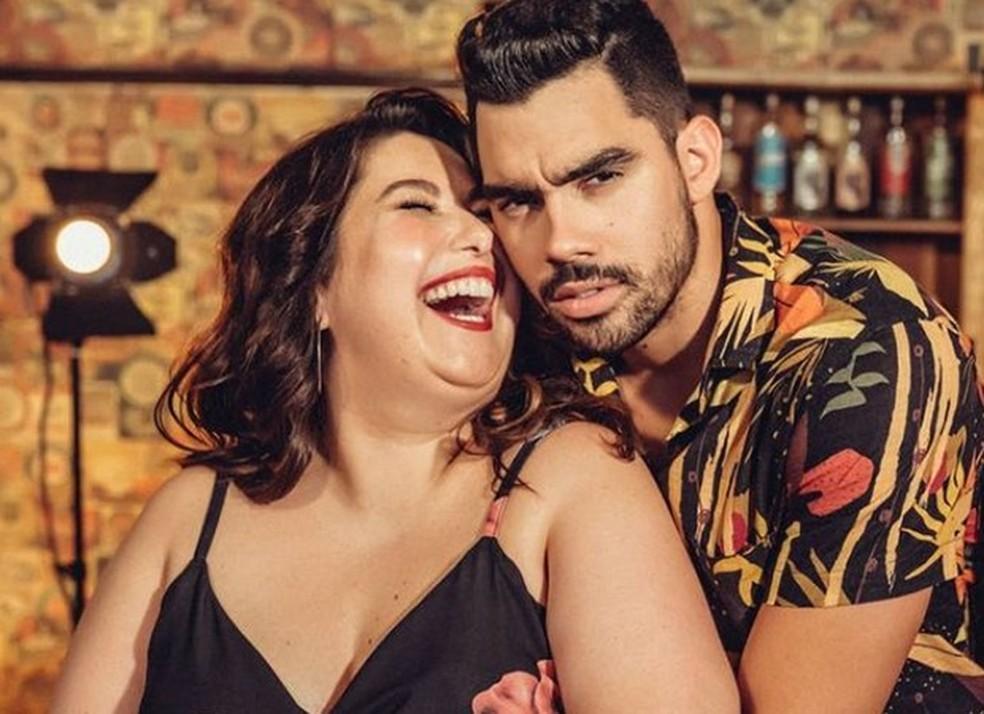 """Mariana Xavier e Gabriel Diniz nos bastidores do hit """"Jenifer"""" — Foto: (Foto: Divulgação)"""