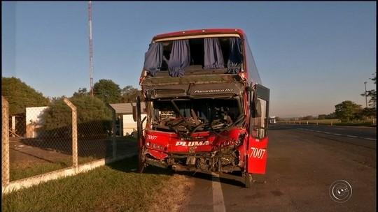 Vítima de acidente de ônibus com 19 feridos lembra batida: 'Muita gente gritando'