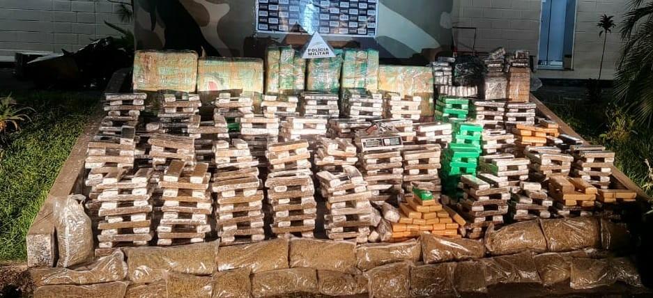 Quatro pessoas são presas com quase 1 tonelada de maconha na BR-040 em Juiz de Fora