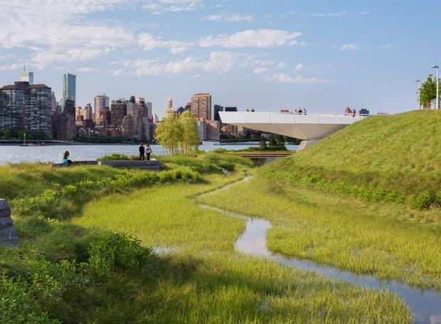 A grama alta lembra e de um pântano (Foto: Albert Vecerka/Esto/ Reprodução)