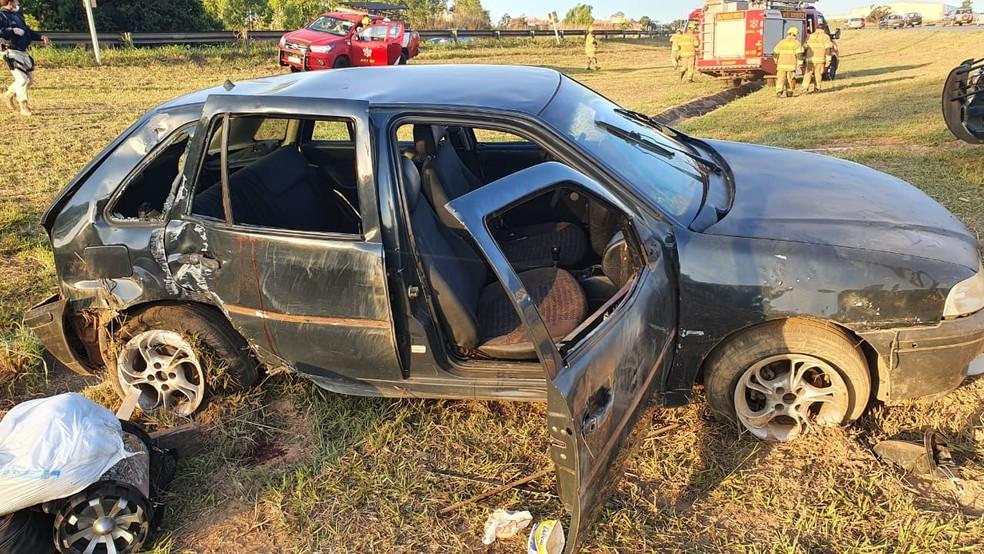 Acidente na BR-070 deixa uma pessoa morta e outra gravemente ferida — Foto: PRF / Reprodução