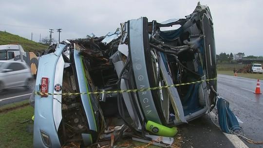 Acidente entre ônibus e caminhão deixa feridos em rodovia de Tietê