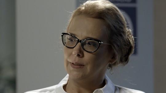 Emília revela a Pedro como pretende tirar tudo de Felipe