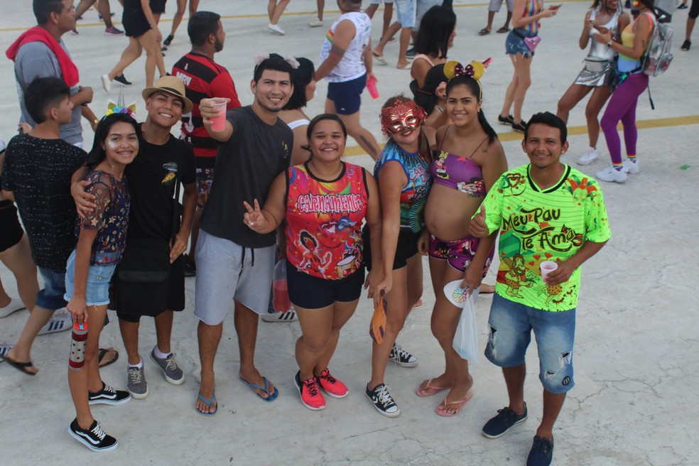 Crianças, adultos e até grávidas pularam carnaval no Galo de Manaus — Foto: Indiara Bessa/G1 AM