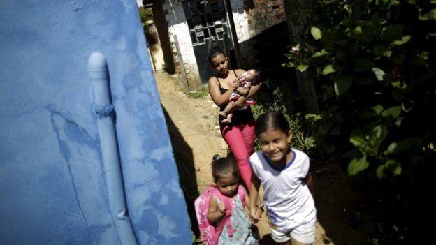 Programa de governo de Bolsonaro propõe ensino à disância em áreas remotas do país (Foto: Ueslei Marcelino/Reuters/via BBC News Brasil)