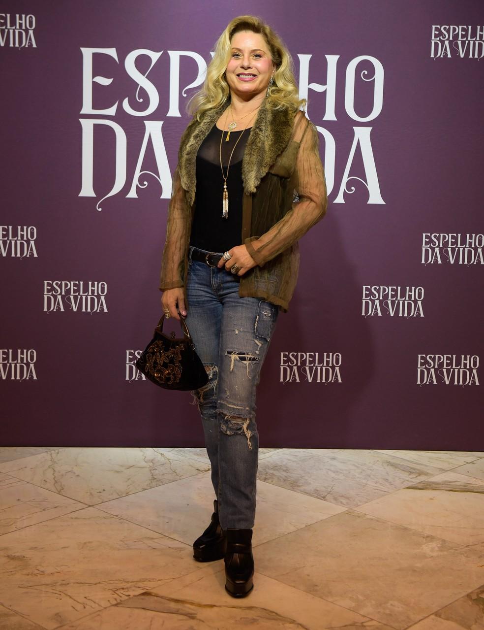 Vera Fischer dá show de simpatia no evento de lançamento da nova novela das 6 — Foto: Cesar Alves / Globo
