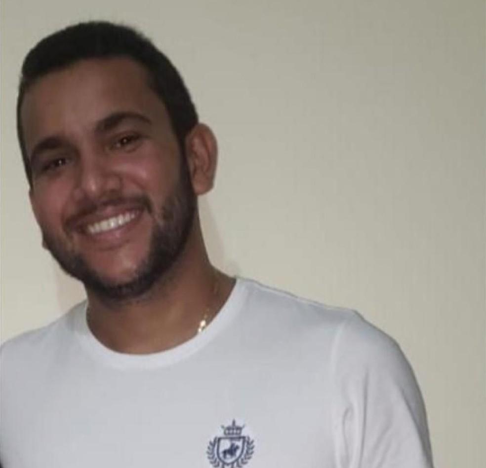 Jonathan Monteiro da Cunha, de 33 anos, foi encontrado morto — Foto: Redes sociais