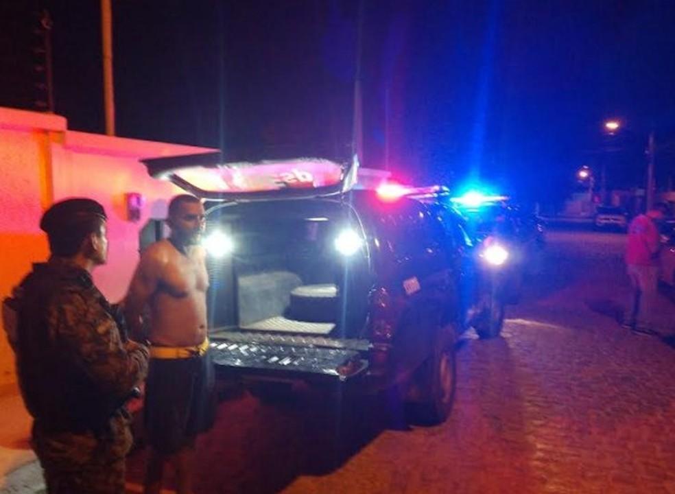 Policiais do 2º Biesp realizam prisão de suspeitos de envolvimento em tentativa de roubo a avião — Foto: Divulgação/ 2º Biesp