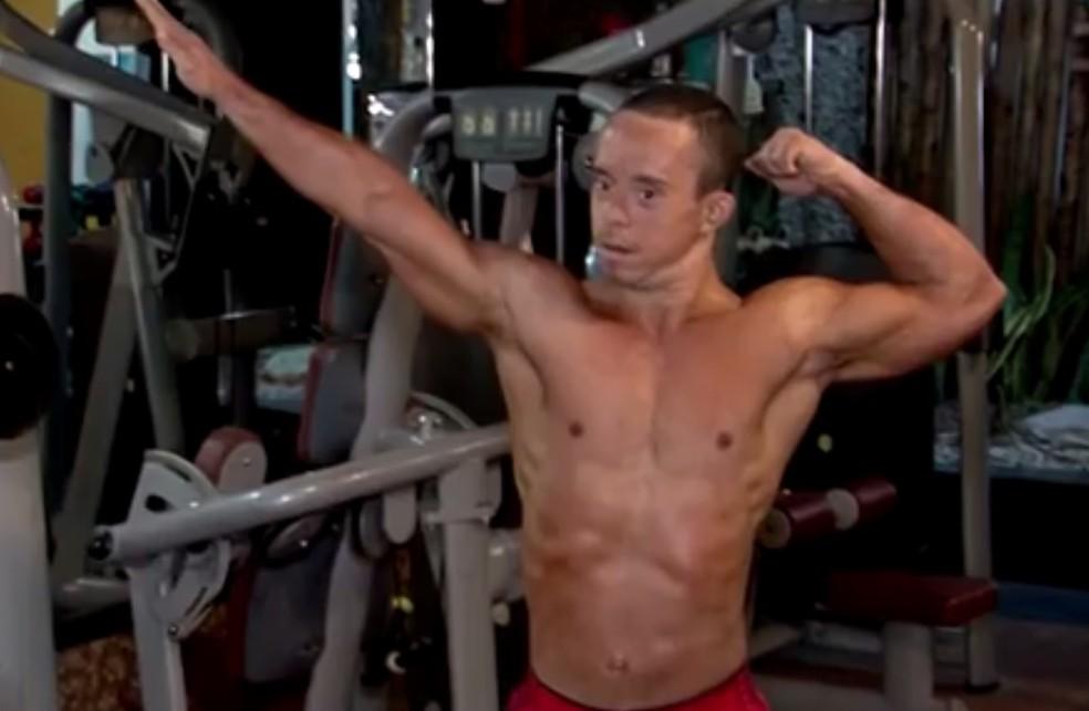 Tiago é o único fisiculturista com down que se tem registro no país — Foto: Reprodução/TV Santa Cruz