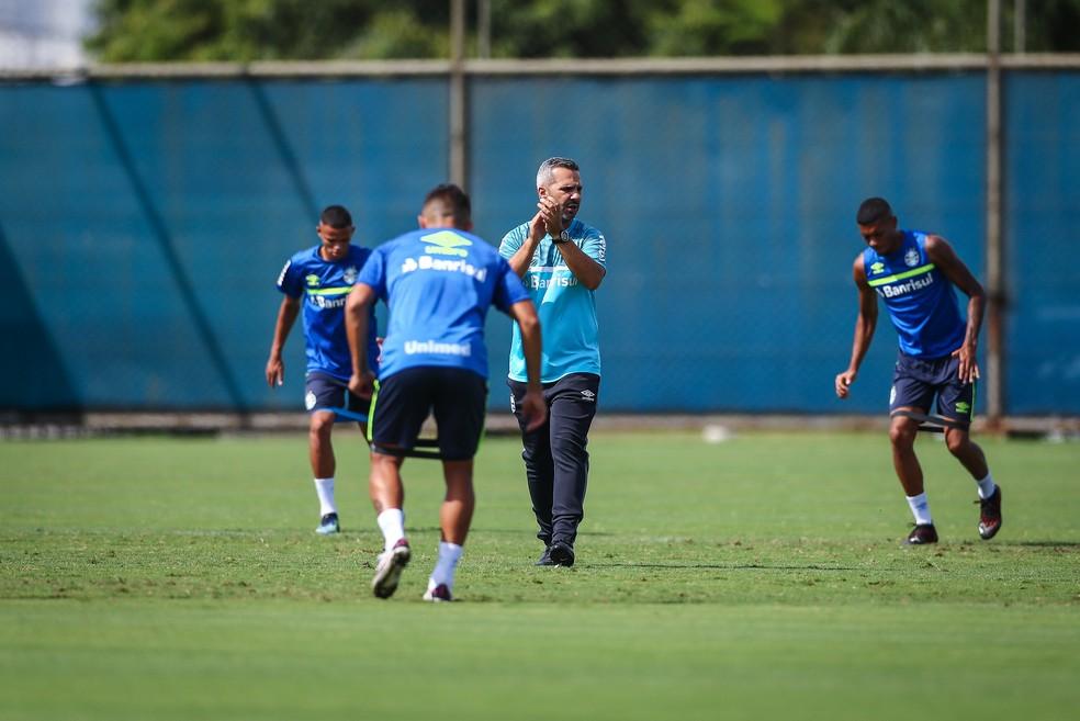 Reverson Pimentel em treino do Grêmio — Foto: Lucas Uebel / Grêmio FBPA