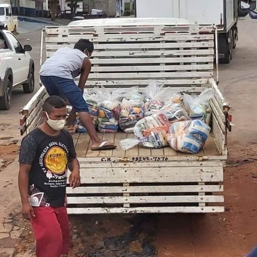 Cestas básicas coletadas pela Federação das Organizações Indígenas do Rio Negro para distribuição nas comunidades — Foto: Foirn