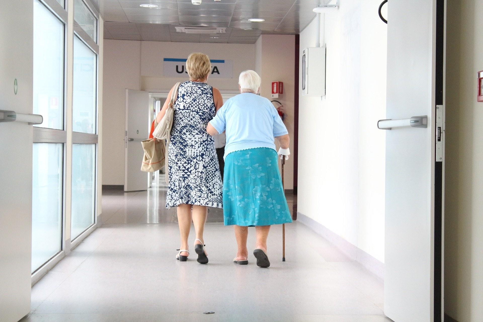 Economista propõe a inclusão de cuidadores familiares no programa de ajuda aos informais