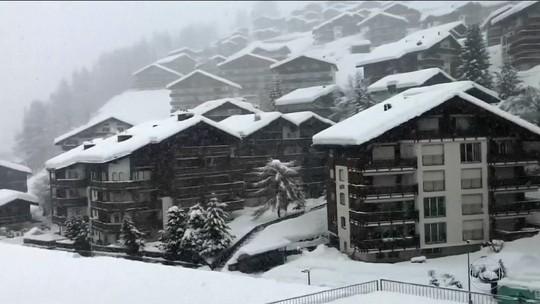 Na Europa, nevascas fecham estradas e aumentam risco de avalanches