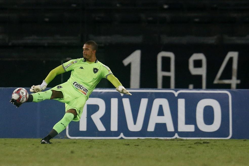 Diego Loureiro é o jogador que mais atuou com Enderson Moreira — Foto: Vitor Silva/Botafogo