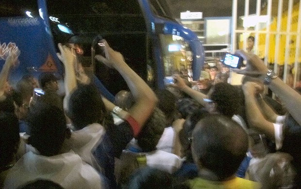 ônibus torcida Bahia jogo Botafogo (Foto: Thales Soares)