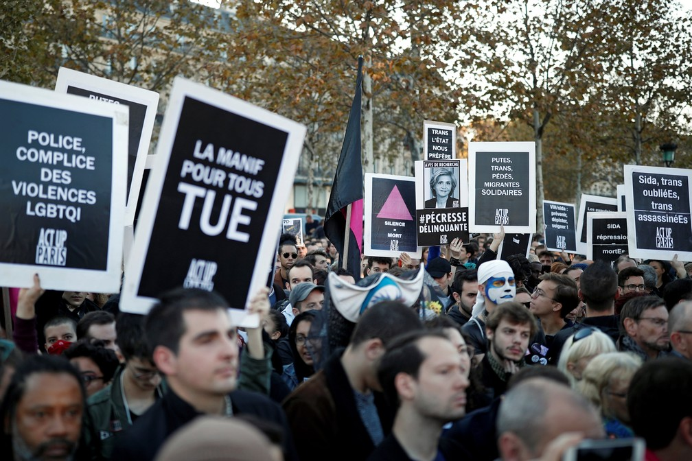 Casamento gay entrou em vigor na França em 2013, garantindo a casais também o direito de adotar filhos — Foto: Benoit Tessier/Reuters