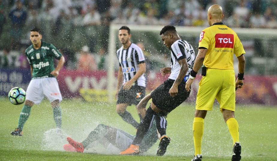 Matheus Jesus faz boa estreia como titular do Santos, mas não se vê dono da posição