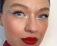 Passo a passo: maquiagem com glitter e pedrarias