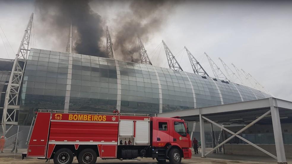 Arena Castelão é atingido por incêndio.  — Foto: Fabiane de Paula/Sistema Verdes Mares