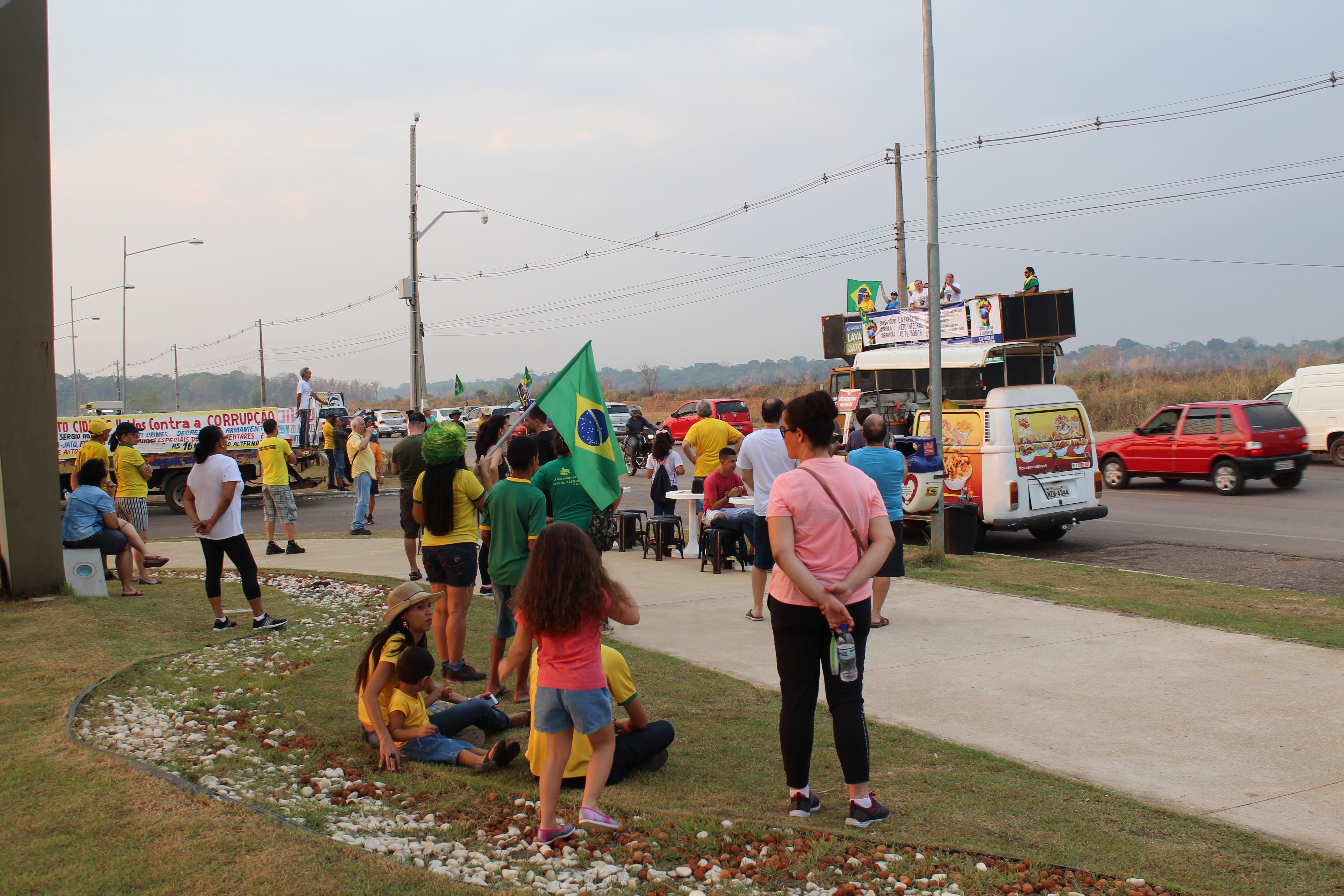 Manifestantes fazem ato em defesa da Lava Jato e contra a lei de abuso de autoridade em Porto Velho - Notícias - Plantão Diário