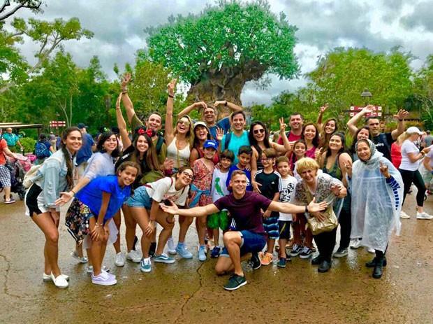 Flávia Alessandra curte férias na Disney com filhas em grupo de 24 pessoas (Foto: Reprodução Instagram)