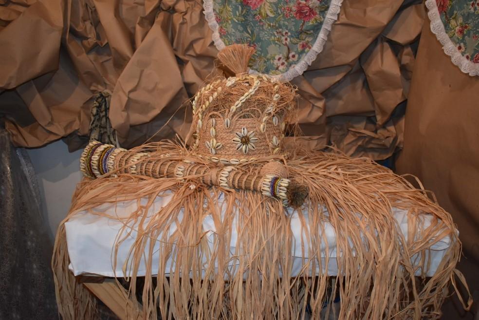 Itens sagrados em religião de matriz africana — Foto: Georgenes Sampaio