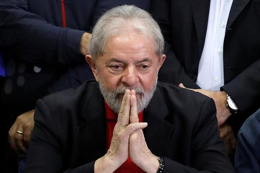 Ex-presidente Luiz Inácio Lula da Silva participa de coletiva após ter sido condenado por acusações de corrupção em São Paulo (Foto: Nacho Doce/Reuters)